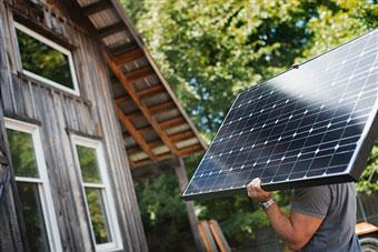 installing-solar-energy-panels